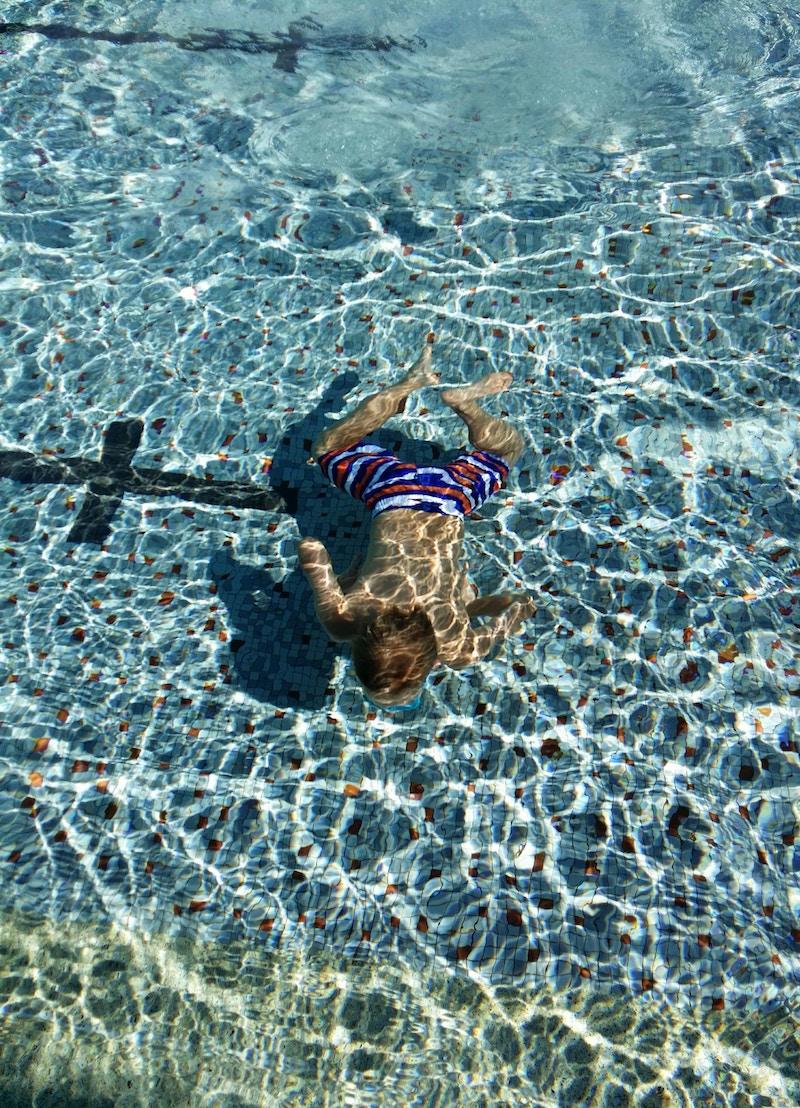waterbottle-underwater